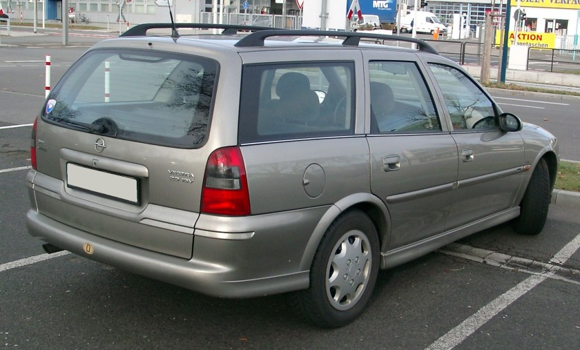 Opel Vectra Kombi rear 2008