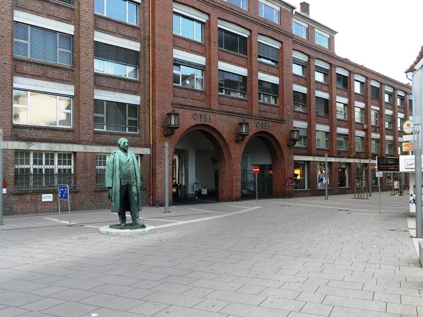 RüsselsheimMainMarktstrOpelHauptportalAdamOpel