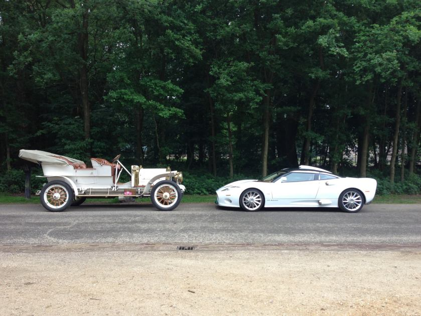 1907 Spyker on left and today's Spijker C8 Aileron on right