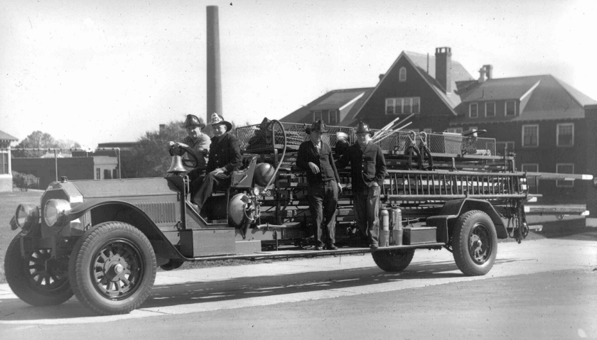 1923 American LaFrance city-service ladder truck