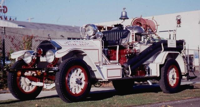 1924 American LaFrance 1000-GPM Rotary Gear Pumper