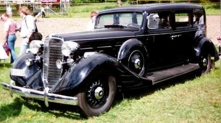 1934 Nash Ambassador Eight 4-Door Sedan