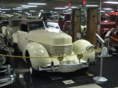 1936 Cord 810 TalaFront