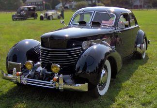 1937 Cord 812SC fr