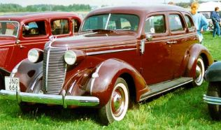 1937 Nash Ambassador Six Series 3728 4-Door Sedan