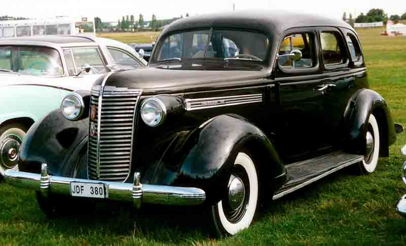 1938 Nash 3828 Ambassador 4-Door Sedan