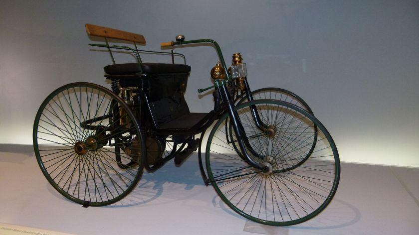 1889 Daimler Stahlradwagen - 1,5 PS, 18 km-h - Mercedes-Benz-Museum, Stuttgart, Bad Cannstatt