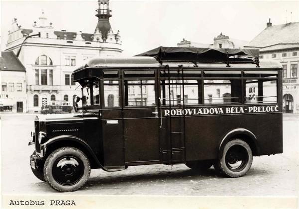 1926 Praga vyrazene autobusy v osade kazin