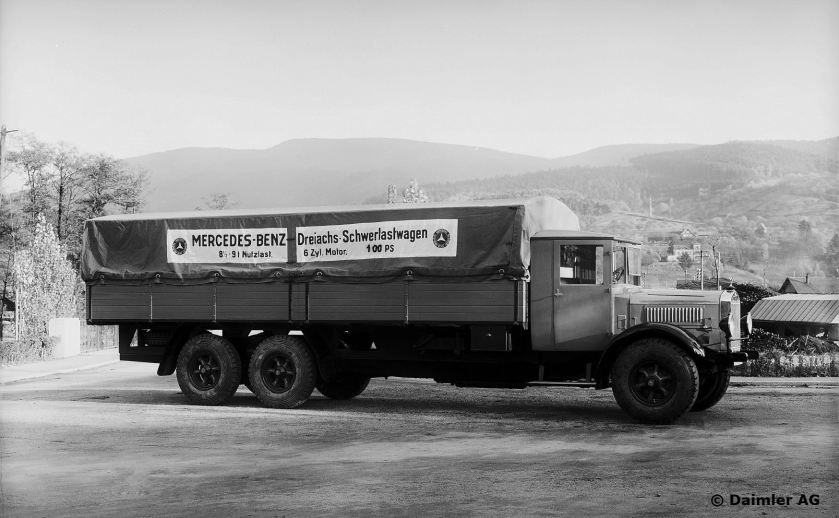 1928-30 Mercedes Benz N 56 8.5–9-tonne (70-hp diesel engine OM 5). Three-axle low-frame platform truck