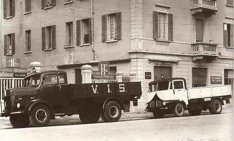 1934-40-55Isotta Fraschini Un D80 (a sinistra) davanti al fratello minore D65