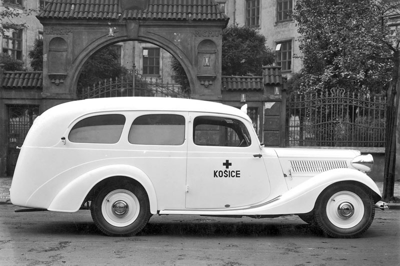 1935 Praga Lady Ambulance
