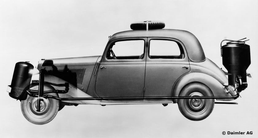 Mercedes-Benz Typ 170 VG mit Holzgasgenerator (Holzvergaser), 1943.