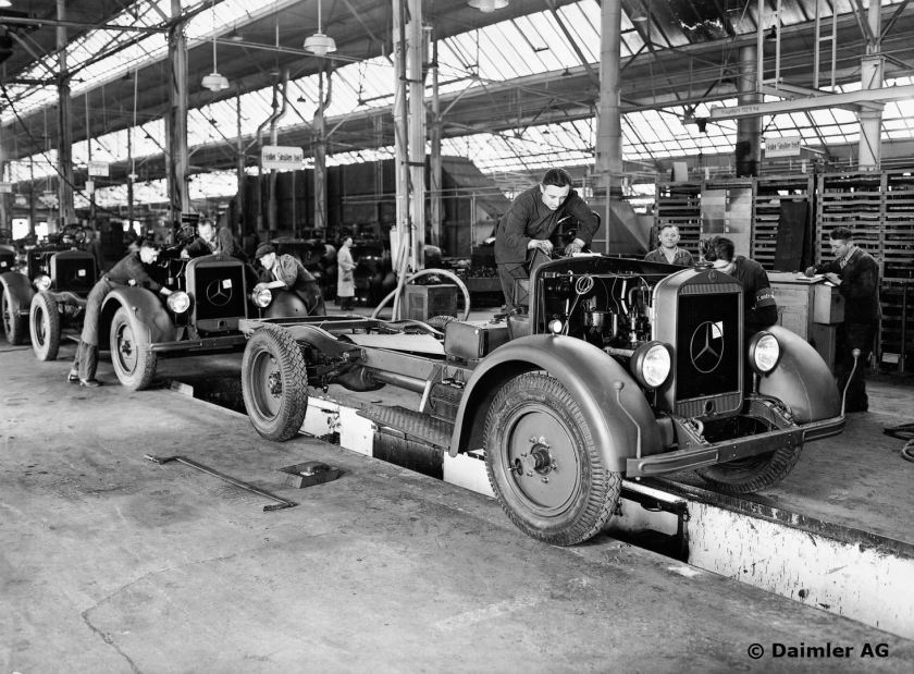 1940 Mannheim plant 3. The chassis assembled on the production line undergo a final check before the test drive