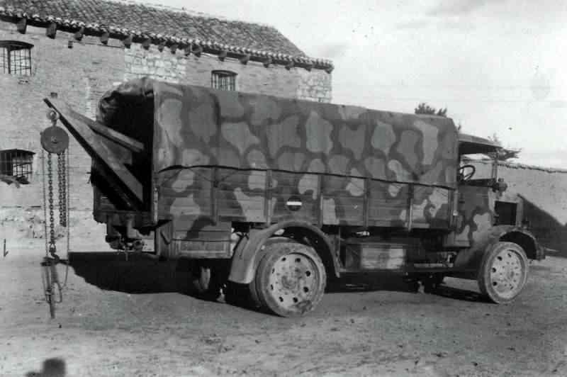 1941 Isotto Fraschini D80 NM del Corpo Truppe Volontarie in versione autosoccorso