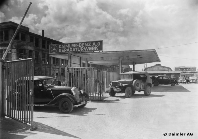 1945 Daimler Benz repair facility in Stuttgart-Untertürkheim. In the forefront, a 170-V sedan is just leaving the premises, in the background there is a Dodge 3-4 t U.S. Army command vehicle.