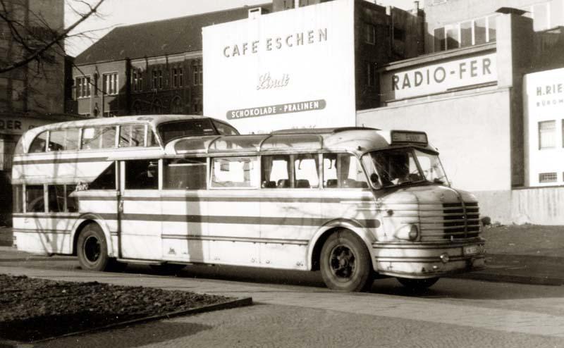 1951 gebauter Zweiachser mit Krupp-Motor SWO 480, Ludewig-Aufbau, 12,20 m Länge und 71 Plätzen.