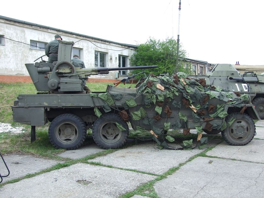 1953-Praga V33 II Self-propelled anti-aircraft gun PV3S PLDVK vz. 53-59 - Ještěrka (Lizard). The chassis and the motor was produced in Praga Brno, Řečkovice, transportér
