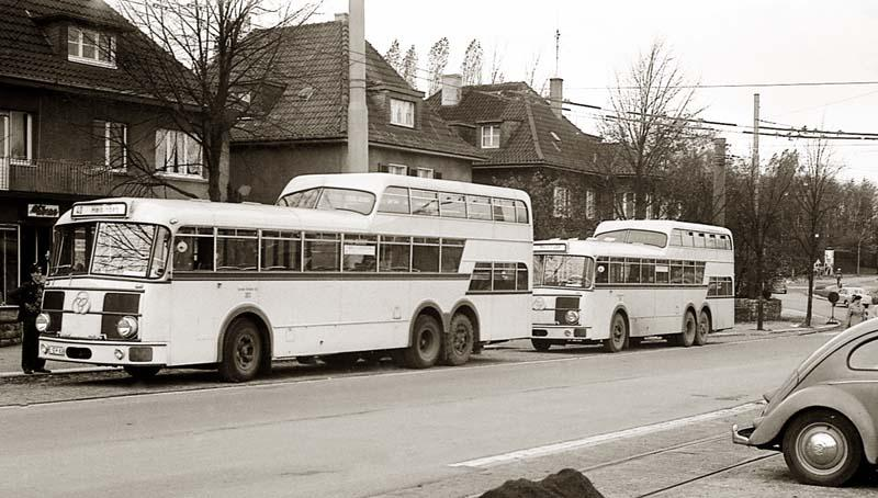 1957 Krupp Ludewig-Anderthalbdecker der Durchgangslinie 40 am Stadtwaldplatz, Oktober