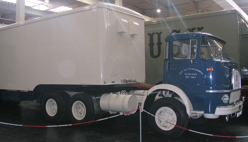 1966 Krupp Frontlenker Sattelzug blauweiß