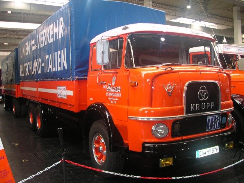 1968 Krupp LF 380, V8-Dieselmotor mit 12849 ccm Hubraum, 194 Kw (265 PS), kippbare Fernverkehrskabine. Anhänger Kässbohrer V14 I, 1968, beide mit Zollverschluß