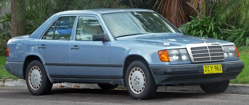1986-89 Mercedes-Benz 300 E (W124) sedan 01