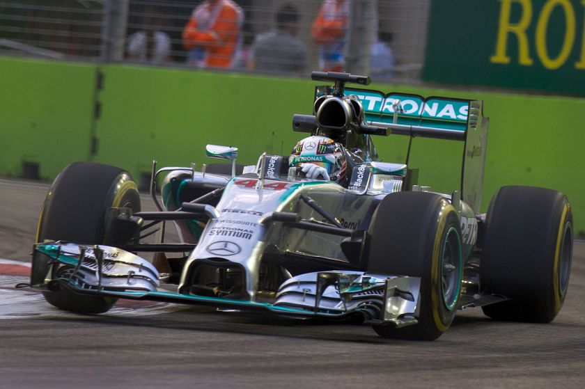 2014 The F1 W05 Hybrid, driven by Lewis Hamilton, during the 2014 Singapore Grand Prix