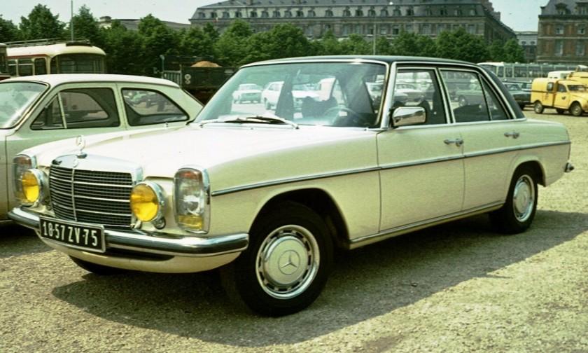 A Mercedes Benz W115 250, w114