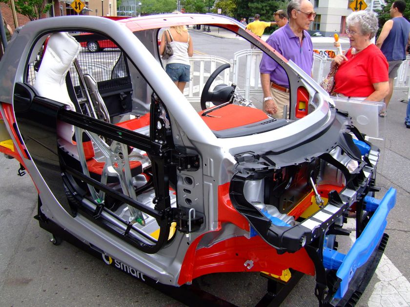 Cutaway showing car structure of the Smart Fortwo