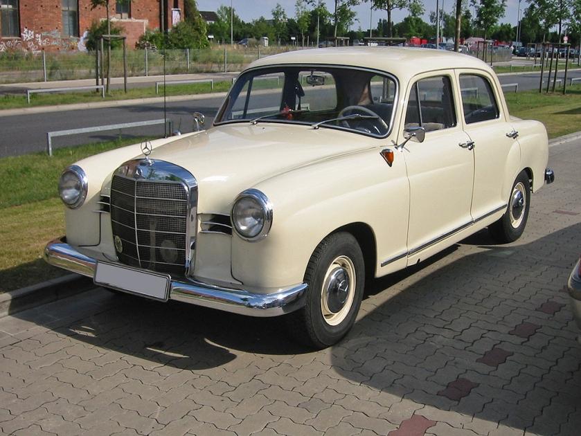 Mercedes Benz 180 2 v sst White 4dr