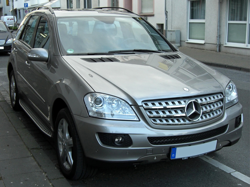 Mercedes Benz ML Offroad-Paket front
