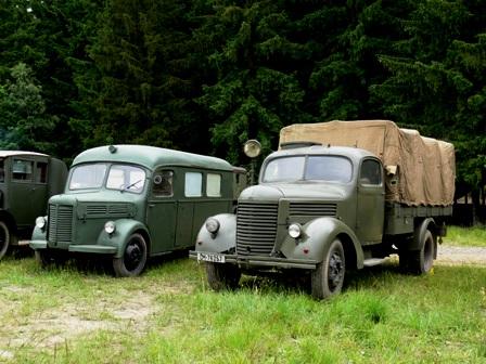 Praga ambulance + Praga truck