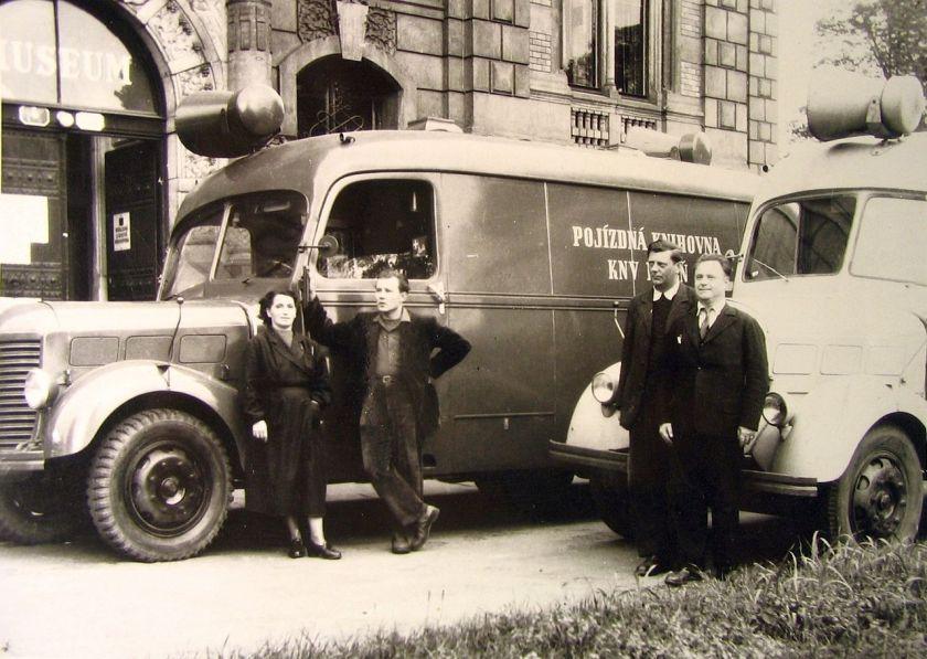 Praga Dva bibliobusy z padesátých let