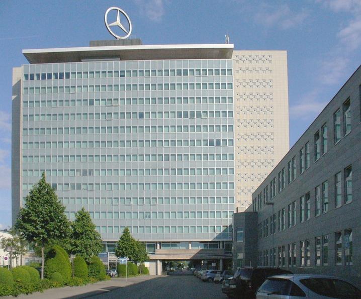 Stuttgart-Untertuerkheim-Daimler Compagny-Zentrale