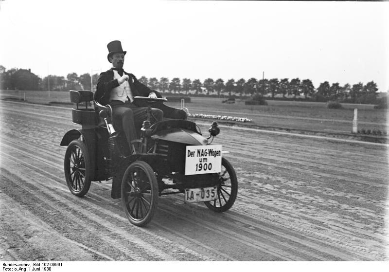 Eines der ersten Automobile aus dem Jahre 1900