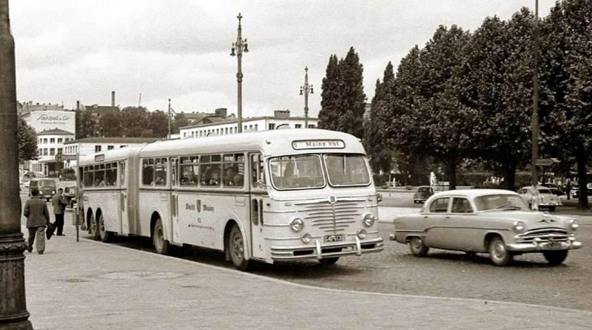 1955 Büssing-Gelenkbusse mit zweiachsigem Nachläufer
