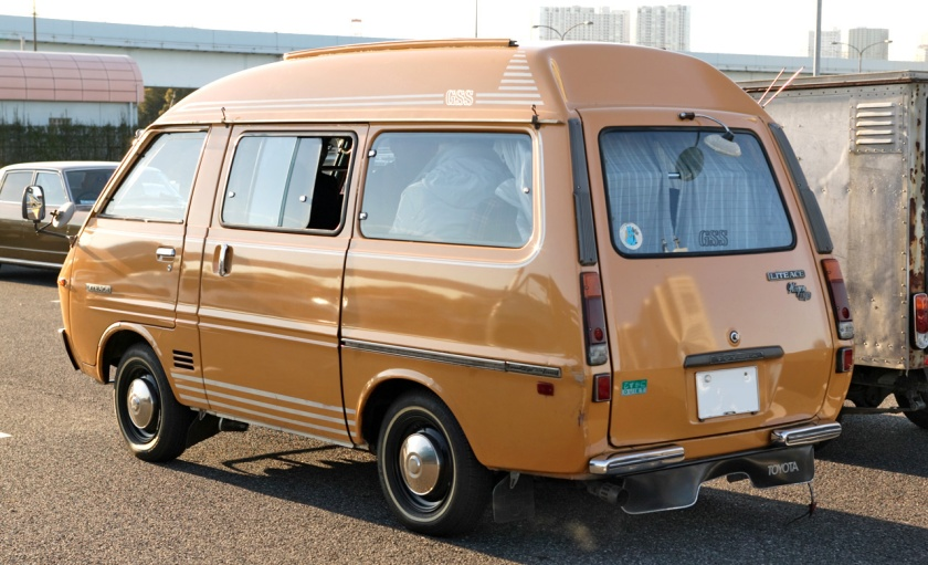 1973-75 LiteAce wagon (KM10G)