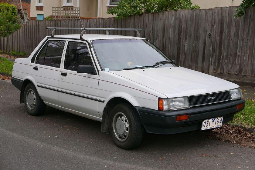 1985 Toyota Corolla (AE80) S sedan