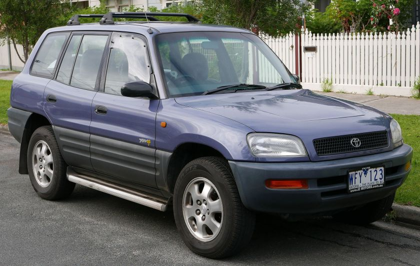 1995 Pre-facelift Toyota RAV4 five-door (Australia)