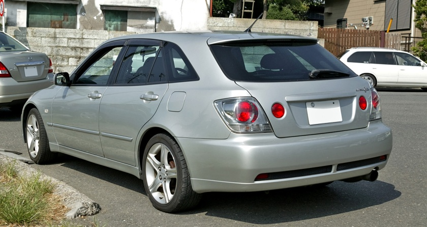 2003-05 Altezza Gita (JCE10; Japan) exported as Lexus IS SportCross