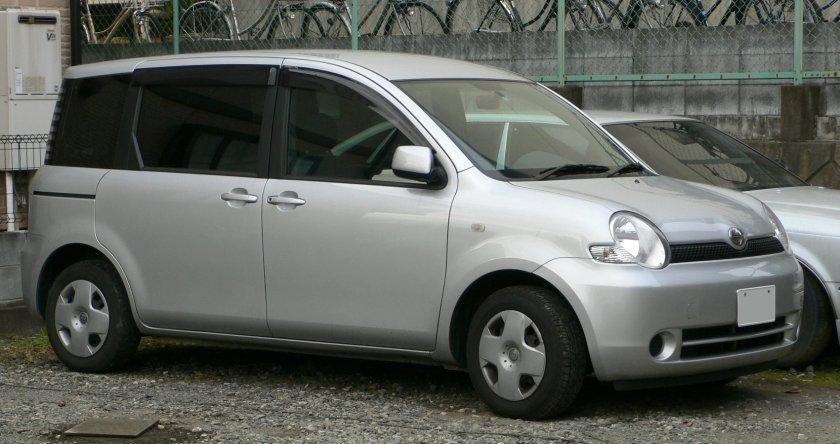 2003-06 Toyota Sienta 01