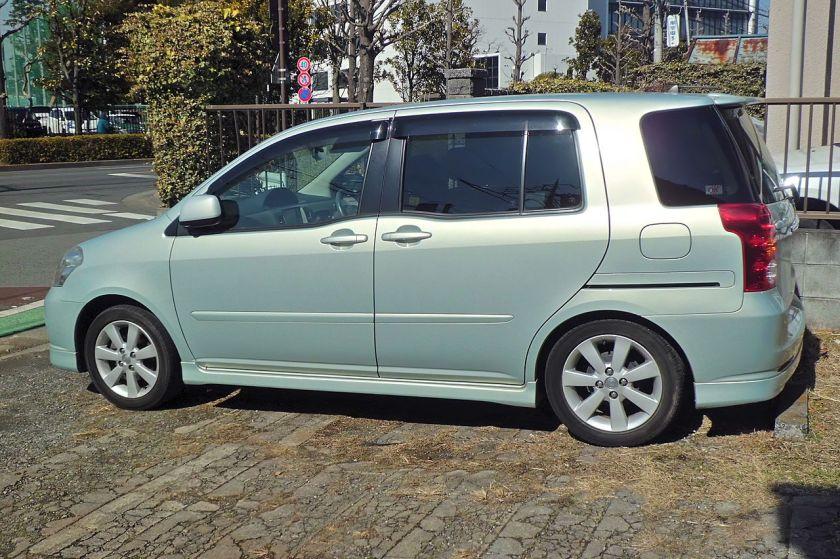 2003 Toyota Raum