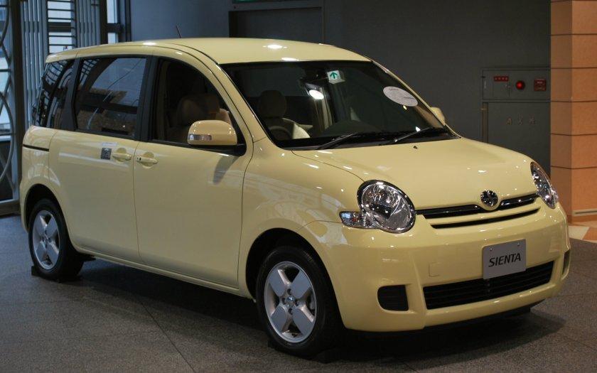 2006-09 Toyota Sienta 01