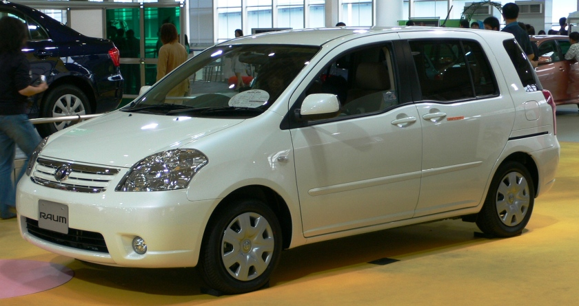 2006 Toyota Raum 01