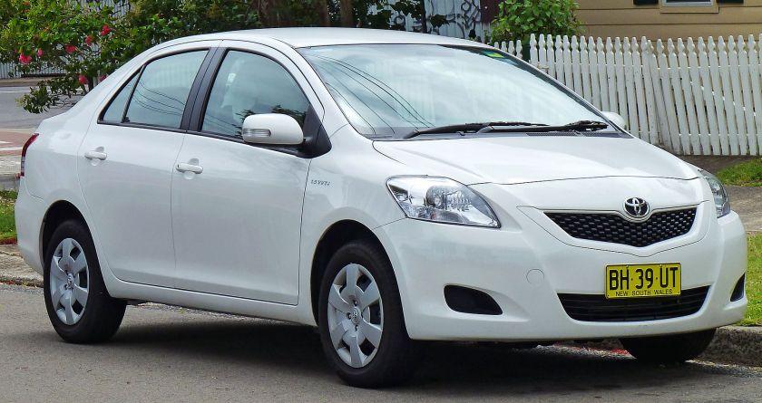 2008-10 Toyota Yaris (NCP93R)_YRS_sedan_(2010-12-28)