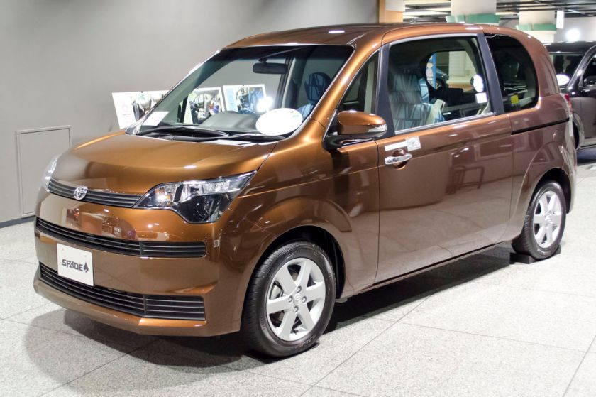 2012 Toyota Spade 01