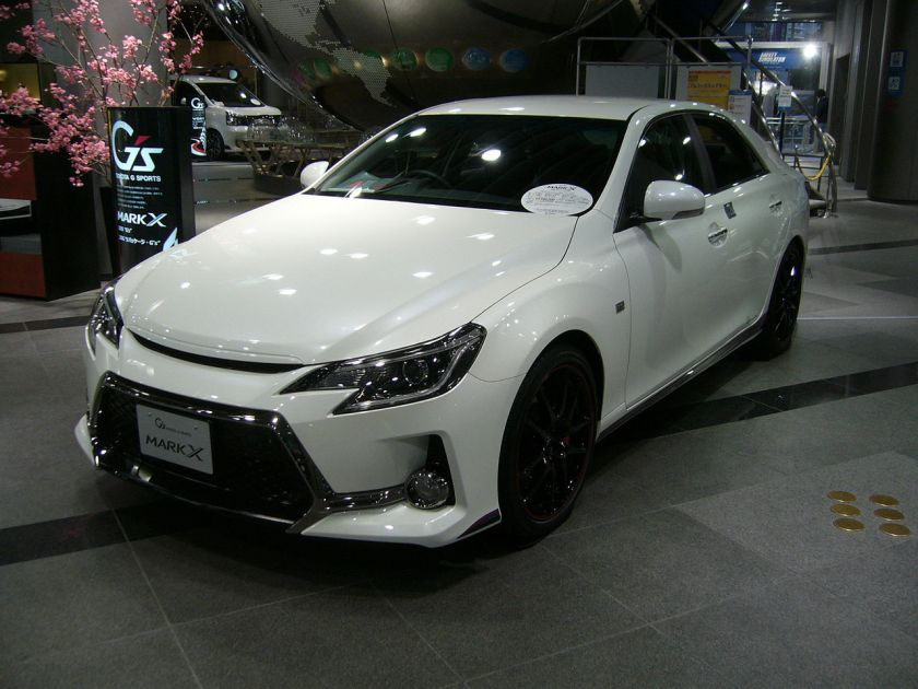 2013 Toyota Mark X G's front