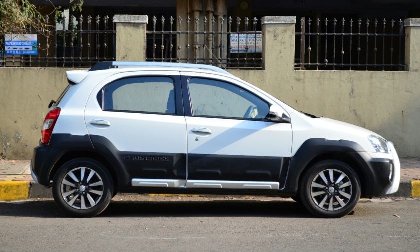 2016 Toyota Etios Cross Side