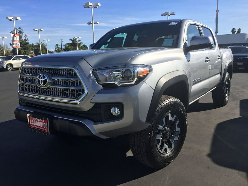 2016 Toyota Tacoma off-road short bed TRD