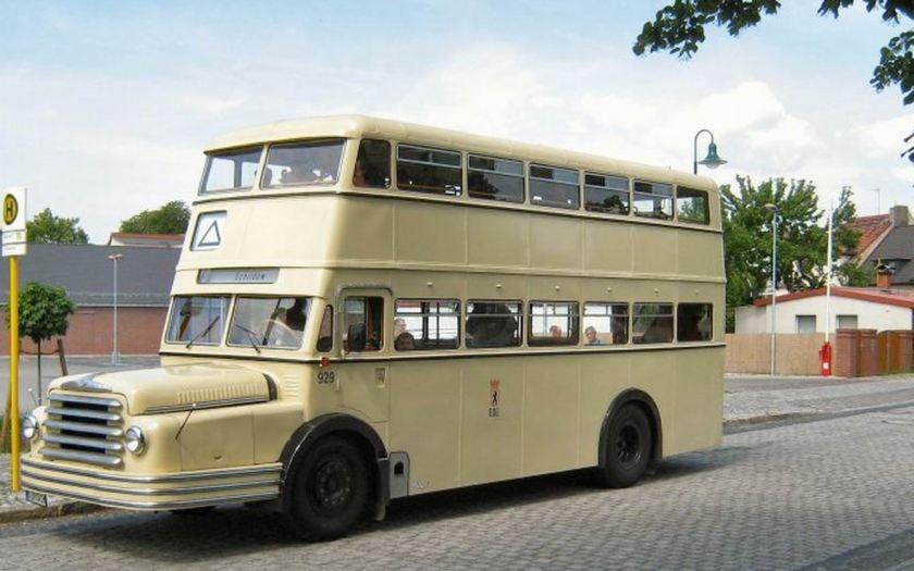 Büssing-Bus vor der Abfahrt nach Schildow