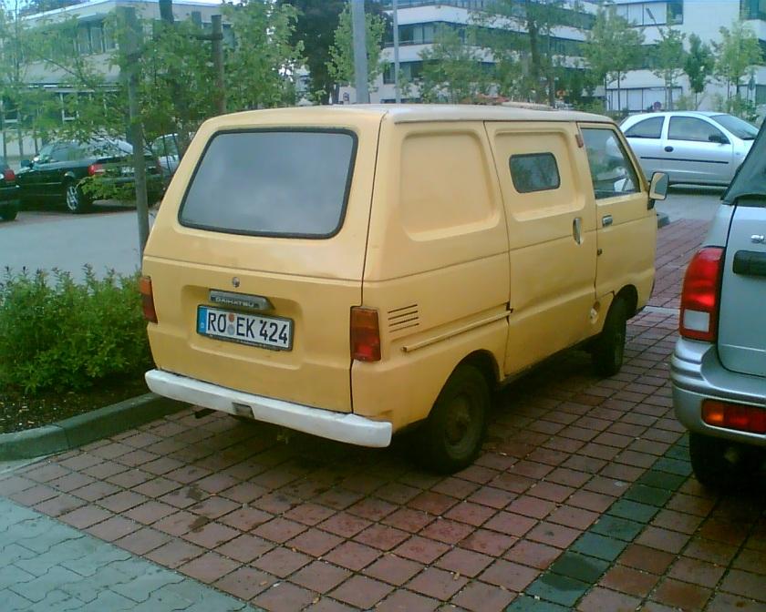 Old Daihaitsu Van